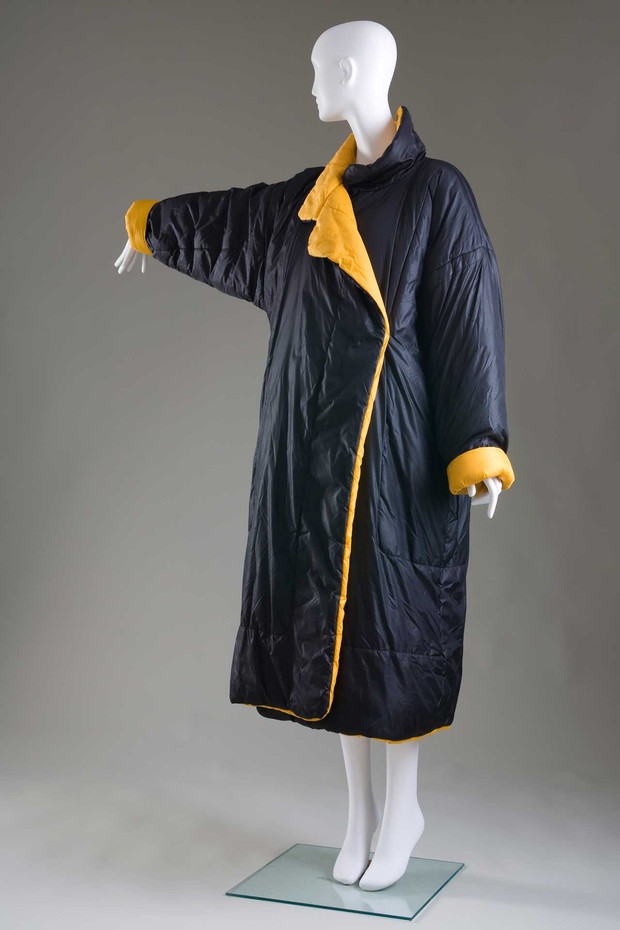"Norma Kamali's ""Sleeping Bag Coat"", circa 1977, versions of which are still in production. Gift of Linda Tain (Foto: © THE MUSEUM AT FIT)"