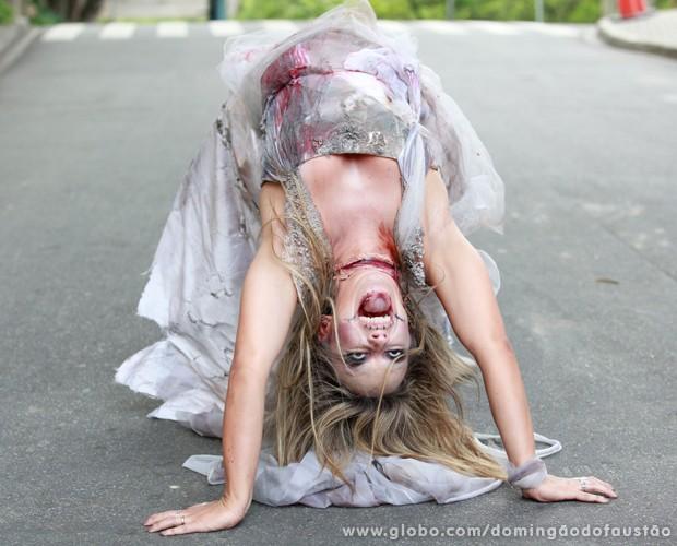 Carol Soares misturou o zumbi com o 'O Exorcista' (Foto: Ellen Soares / TV Globo)