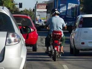 Conduzir 'cinquentinha' requer habilitação e licenciamento (Foto: Jonathan Lins/G1)