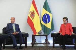 Rei Juan Carlos I e a presidente Dilma em reunião no Palácio do Planalto (Foto: Wilson Dias/ABr)