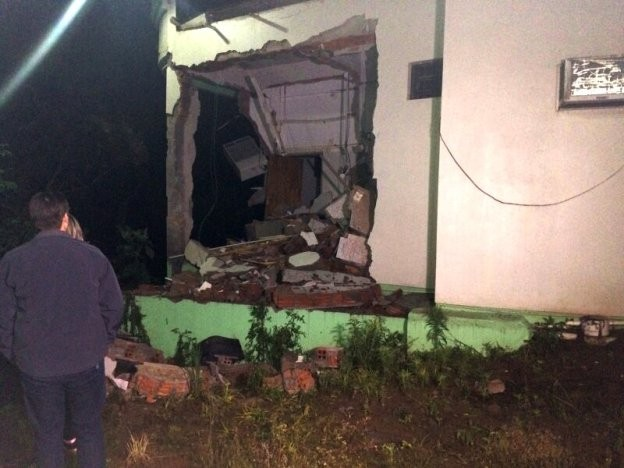 Banco foi arrombado em Santa Maria do Herval (Foto: Paulo Ledur/RBS TV)