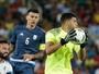 Goleiro argentino celebra volta por cima após frango na partida de estreia
