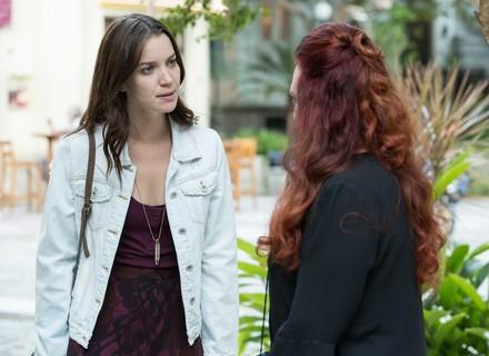 Vanda explica a Júlia o porquê de ter mentido diante do juiz