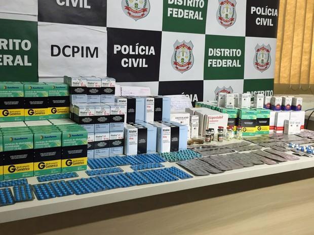 Remédios ilegais apreendidos pela Polícia Civil no Distrito Federal (Foto: Jéssica Nascimento/G1)