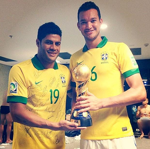 David Luiz brinca sobre foto de Hulk e Cavalieri: 'Tem sempre alguém ...