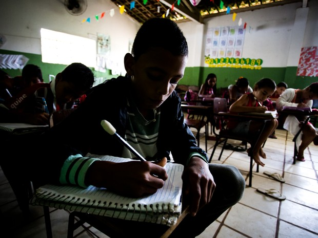 Escola Coronel José Passos de Quiroz, maior da zona rural, tem apenas duas salas de aula funcionando  (Foto: Jonathan Lins/G1)