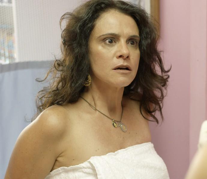 Mãe de Jonatas fica possessa ao descobrir que loira estava lhe pregando uma peça (Foto: TV Globo)