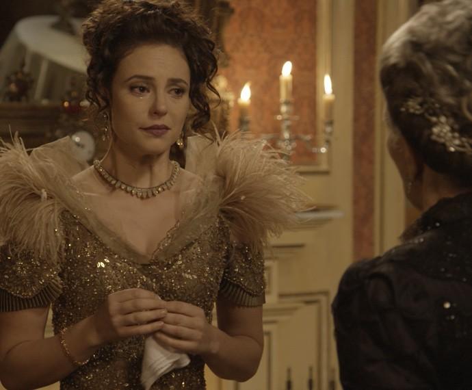 Melissa é pressionada pela Condessa Vitória (Foto: TV Globo)