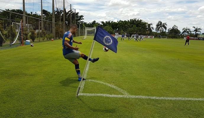 Alisson em jogo-treino Cruzeiro x Araxá (Foto: Marco Antônio Astoni)