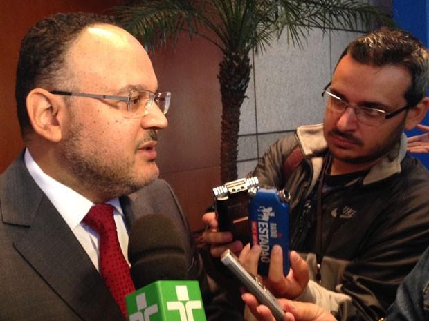 O ministro da Educação Henrique Paim diz que Ideb será divulgado após análise dos recursos (Foto: Vanessa Fajardo/G1)