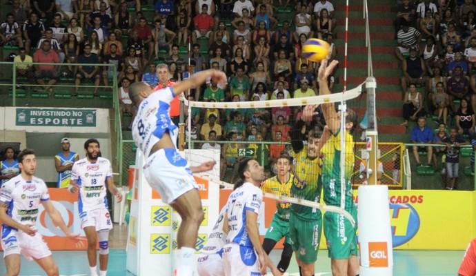 Taubaté vence e garante vaga na semifinal da Copa (Foto: Fredson Souza/MCV)