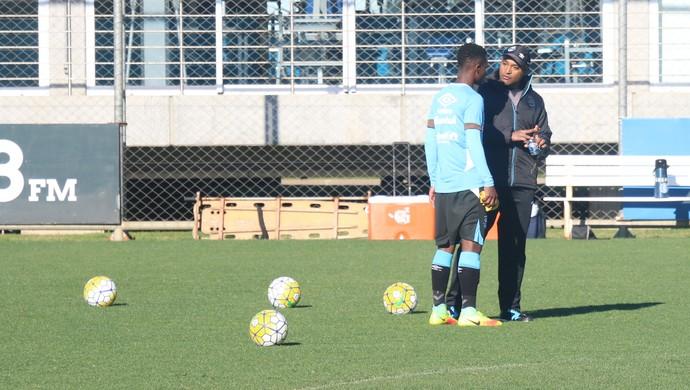 treino, Grêmio, Roger, Lincoln (Foto: Eduardo Moura / GloboEsporte.com)
