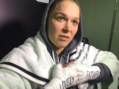 Ronda Rousey bandagem homenagem ao pai (Foto: Reprodução/SporTV)
