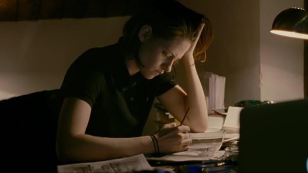 Kristen Stewart no trailer de Personal Shopper (Foto: Reprodução)