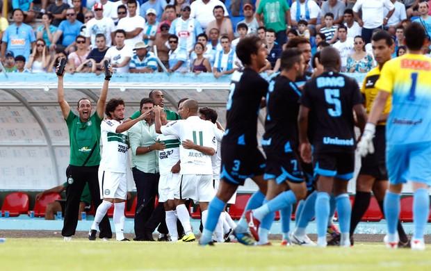 Coritiba comemora gol sobre o Londrina (Foto: Ag. Estado)