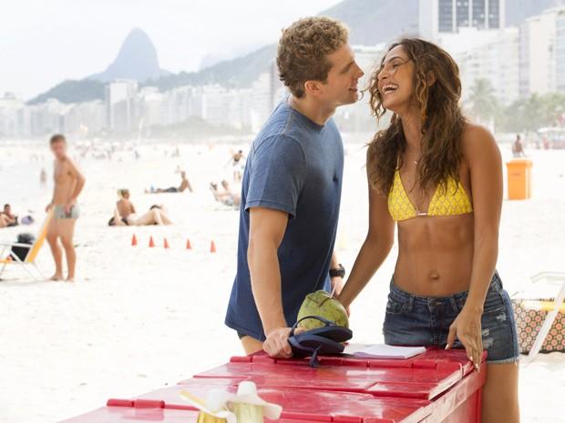 Thiago Fragoso e Camila Pitanga gravam cena do romance entre Vinícius e Regina (Foto: Felipe Monteiro/Gshow)
