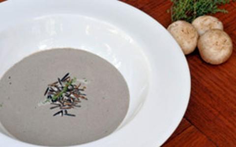 Creme de cogumelos com arroz crocante