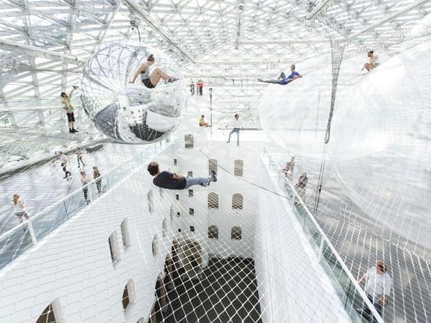 Instalação 'In Orbit', que está em um museu de Düsseldorf (Foto: Divulgação/Studio Tomás Saraceno 2013/Kunstsammlung NRW)