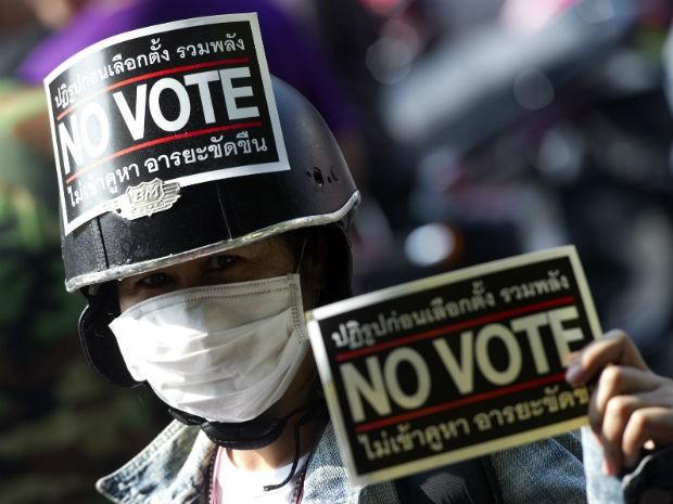 Manifestantes antigoverno fazem campanha contra eleições gerais de domingo (2) (Foto: Pornchai Kittiwongsakul/ AFP)