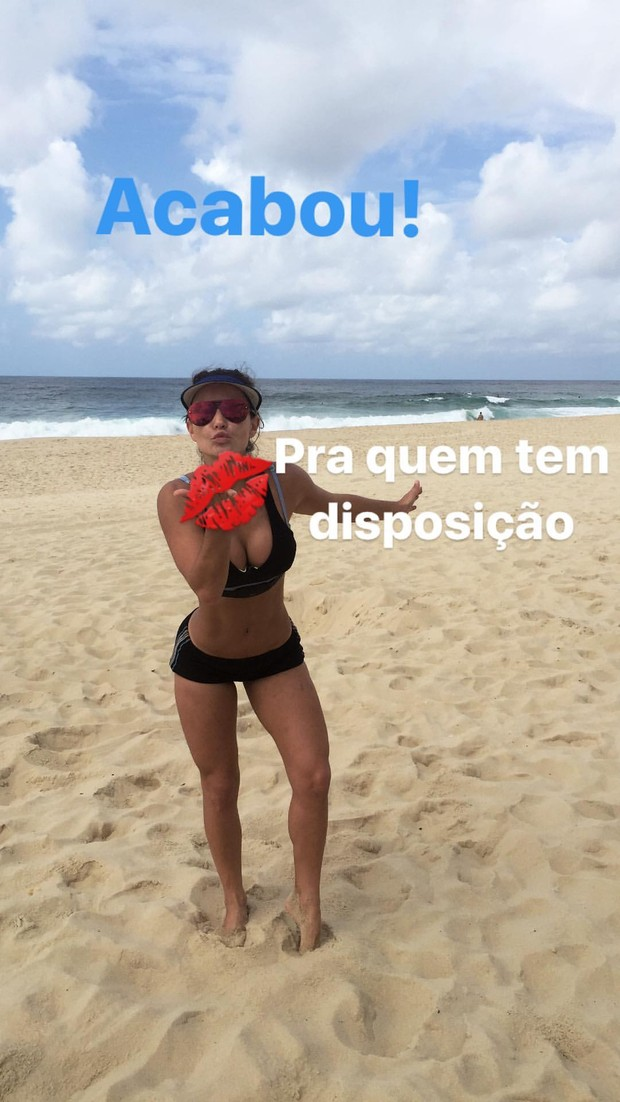Laura Keller treina na praia do Recreio (Foto: Reprodução/Instagram)