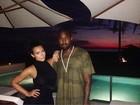 Kim Kardashian curte anoitecer com Kanye West no México