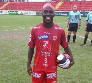 Vitinho fez três gols na partida (Foto: FMF/Divulgação)