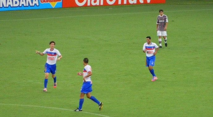 Rômulo comemora gol do friburguense (Foto: Alexandre Vaz)