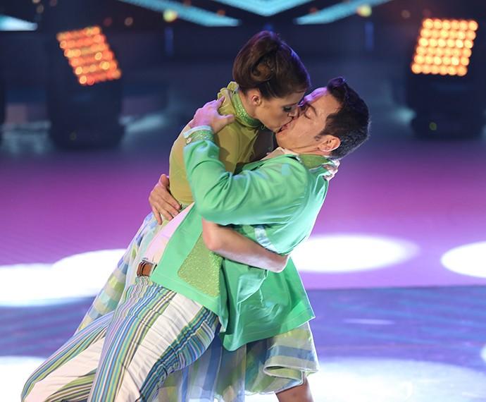 Agatha Moreira arrasa na dança com o professor Leandro Azevedo (Foto: Carol Caminha/ Gshow)
