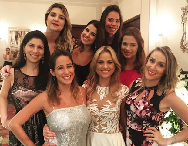 Luiza Valdetaro celebra casamento pelo segunda vez com jantar