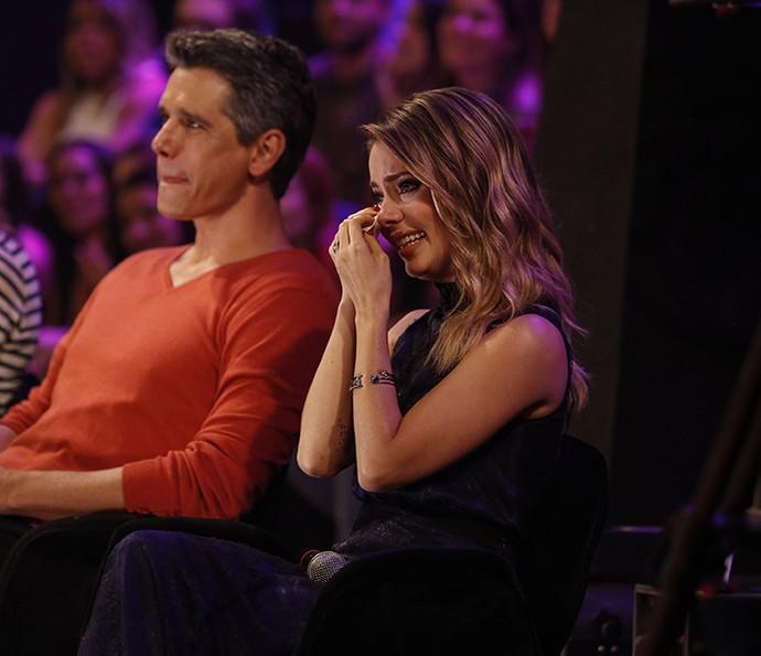 Sandy chora, emocionada com o show da sua família (Foto: Raphael Dias / Gshow)