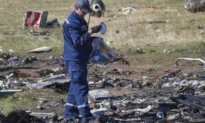 Voo da Malaysia Airlines foi derrubado por míssil na Ucrânia, diz relatório