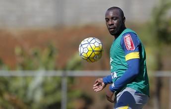 Sem jogar há três meses por lesão, Manoel treina e espera nova chance
