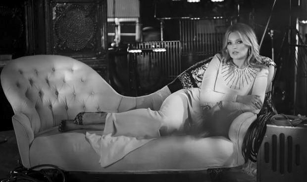 """Kate Moss no clipe de """"The Wonder of You"""", de Elvis Presley (Foto: Reprodução)"""