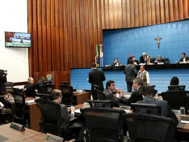 Deputados estaduais realizaram última sessão do semestre nesta quinta (Foto: Victor Chileno/ALMS)