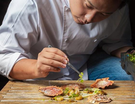 Chef do restaurante Clos, André Ahn, fará palestra sobre consumo sustentável de peixes no Festival Origem. (Foto: Raphael Criscuolo / Divulgação)