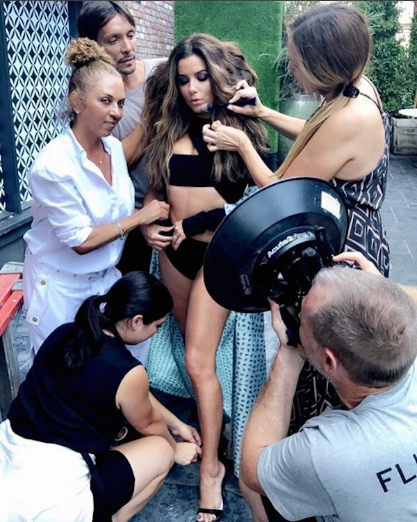 A atriz Eva Longoria nos bastidores de um ensaio fotográfico (Foto: Instagram)