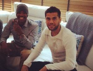 Victor Andrade posa ao lado de Daniel Alves (Foto: Reprodução / Instagram)