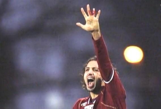 A comemoração do gol custou um dedo a Paulo Diego  (Foto: Reprodução/Internet)
