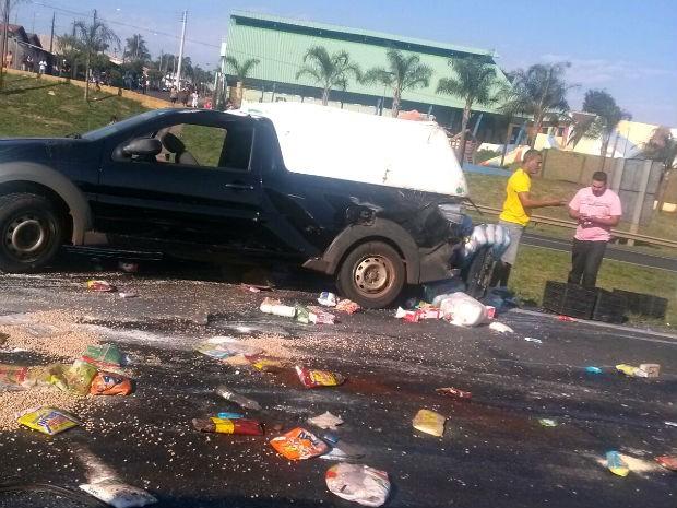 Carro rodou na rodovia após ser atingido na traseira pela carreta (Foto: Celso Viegas/Arquivo Pessoal)