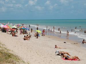 Praia do Bessa também foi uma das escolhidas para curtir o começo do verão (Foto: Daniel Peixoto/G1)