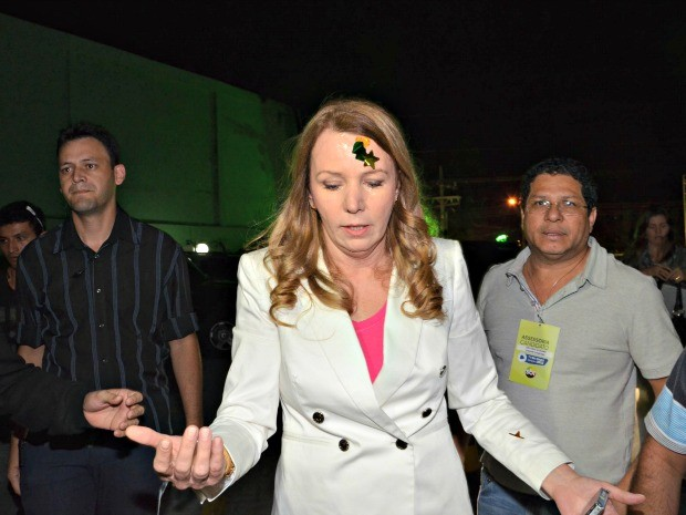 Vanessa Grazziotin logo após sofrer agressão na chegada a debate de televisão (Foto: Mário Oliveira/Em Tempo)