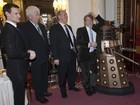 Atores celebram 50 anos de 'Doctor Who' no Palácio de  Buckingham