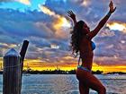 Mayra Cardi mostra curvas de biquíni e deseja um 'dia lindo para todos'