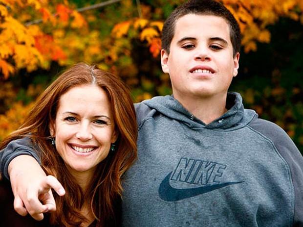 Kelly Preston e o filho Jett, morto em 2009 (Foto: Reprodução)