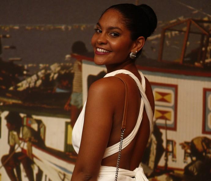 Barbara Reis é Doninha na primeira fase da novela; a personagem é casada com Clemente, vivido por Julio Machado (Foto: Inacio Moraes/ Gshow)