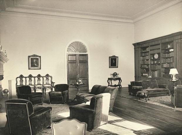 Biblioteca situada no primeiro andar do Solar, atualmente exposição do acervo da Fundação Crespi Prado (Foto: Divulgação)