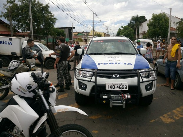 Chacina deixou mortos e feridos em Gravataí (Foto: Josmar Leite/RBS TV)