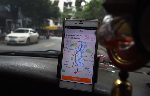 Aplicativo chinês de reserva de táxis Didi Chuxing. (Foto: Greg Baker/France Presse)