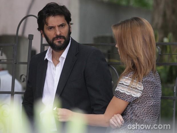 Ele conta tudo o que sabe sobre a viagem do filho (Foto: Pedro Curi / TV Globo)