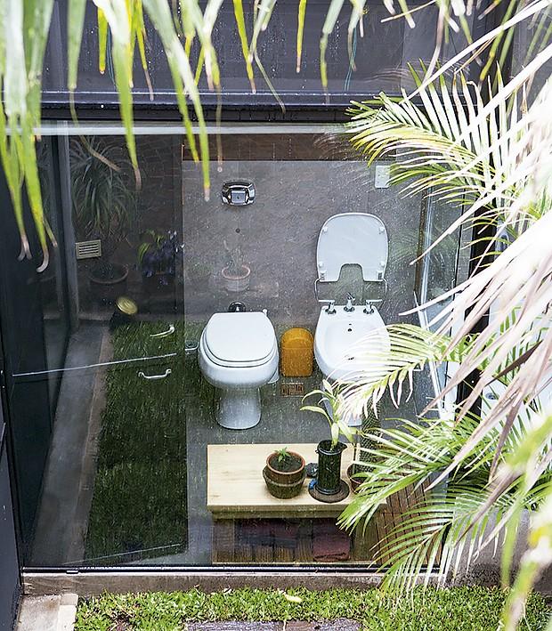 Adoro casa toda aberta, mas quando vi o banheiro achei transparente demais. Você  pensou o mesmo, certo? Mas, calma, tem cortinas (Foto: Life by Lufe)